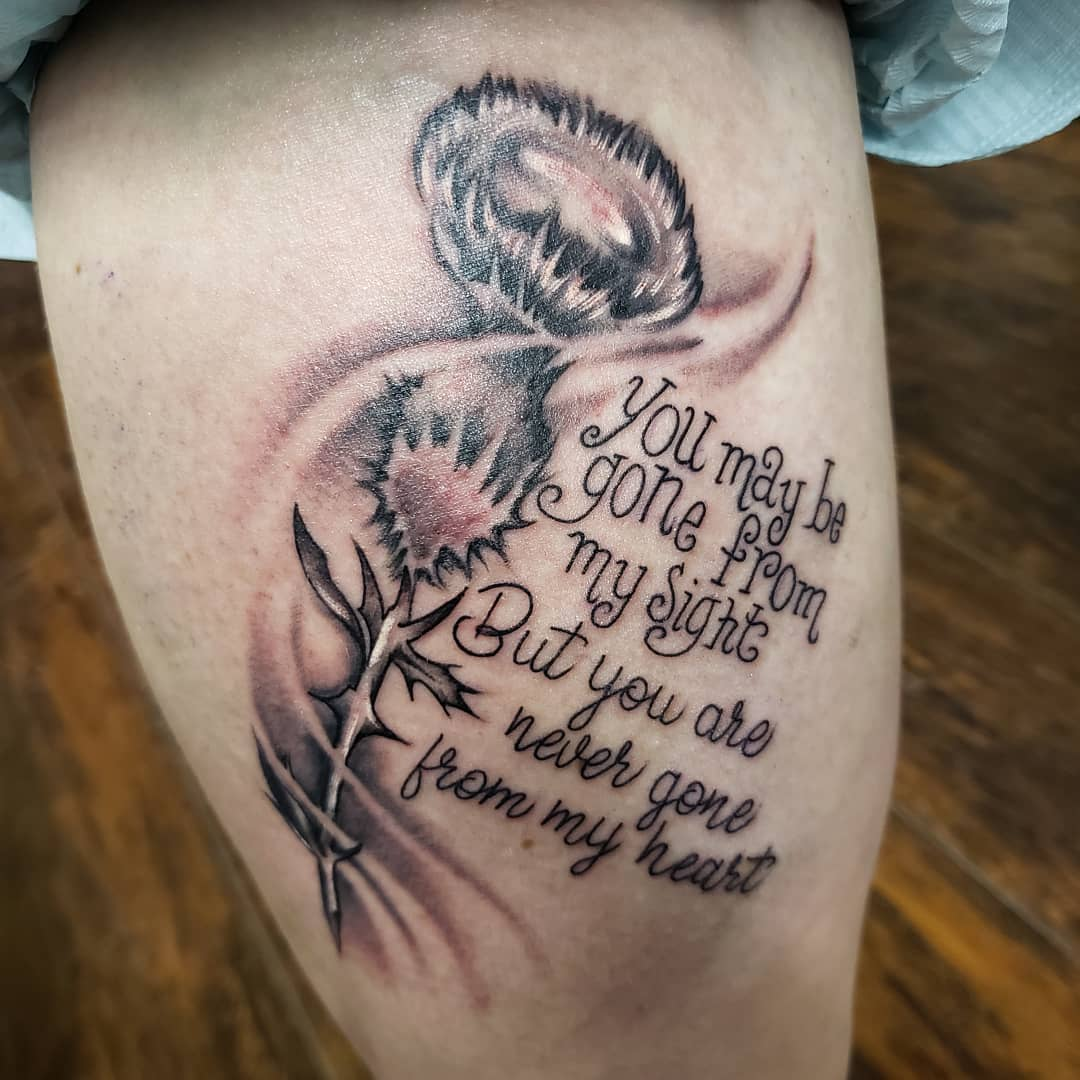 memorial quote tattoo on thigh
